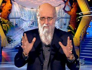 Paolo Bonolis con barba di Darwin a Ciao Darwin.jpg