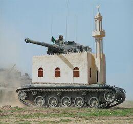 Moschea fusa con un carro armato.jpg