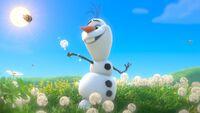 Olaf-tra-i-fiori FROZEN.jpg